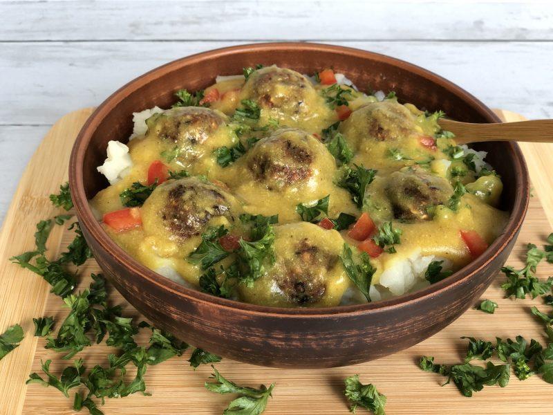 Vegan meatballs in a bowl